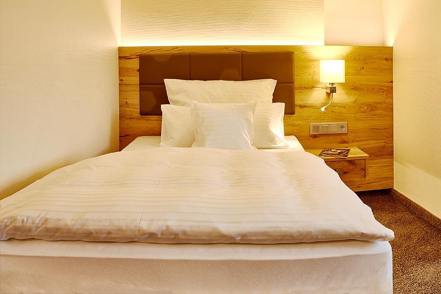 Grünhäuser-Einzelzimmer-Doppelbett