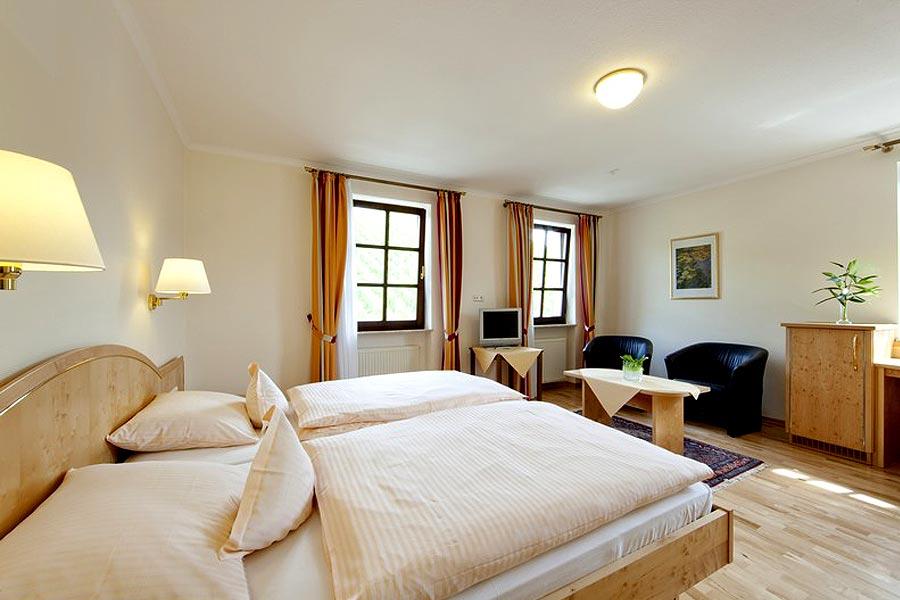 Maximiner-Doppelzimmer-Doppelbett