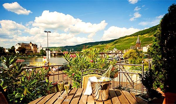 Bild-Baeren-Sekt-Terrasse
