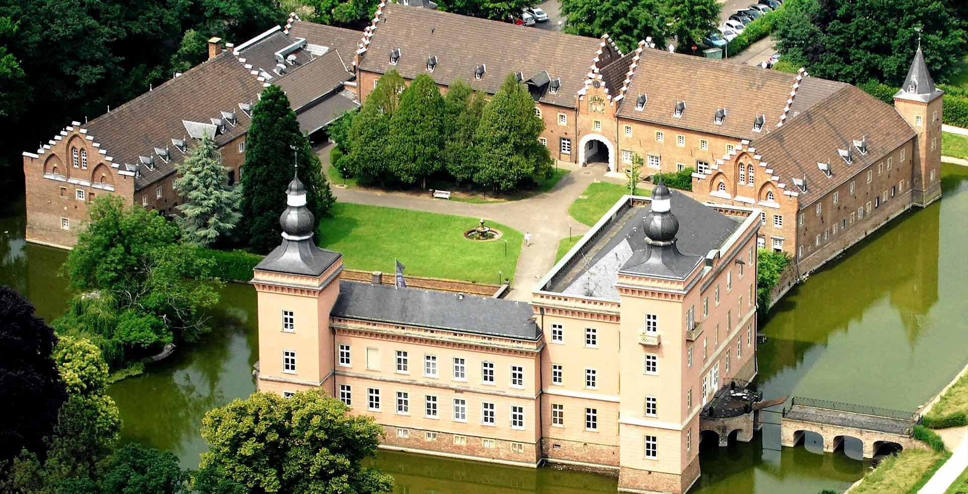 Schloss-Gracht-Gebaeude-Wp-1